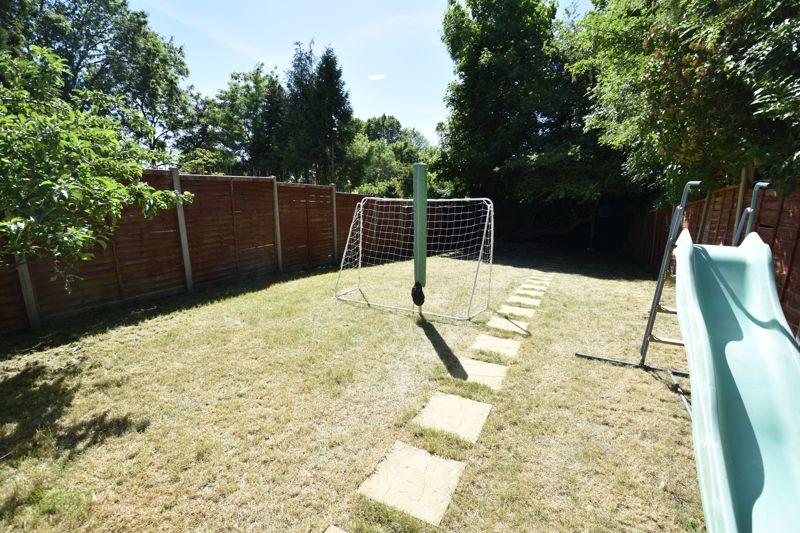 3 bedroom  to buy in Wardown Crescent, Luton - Photo 14