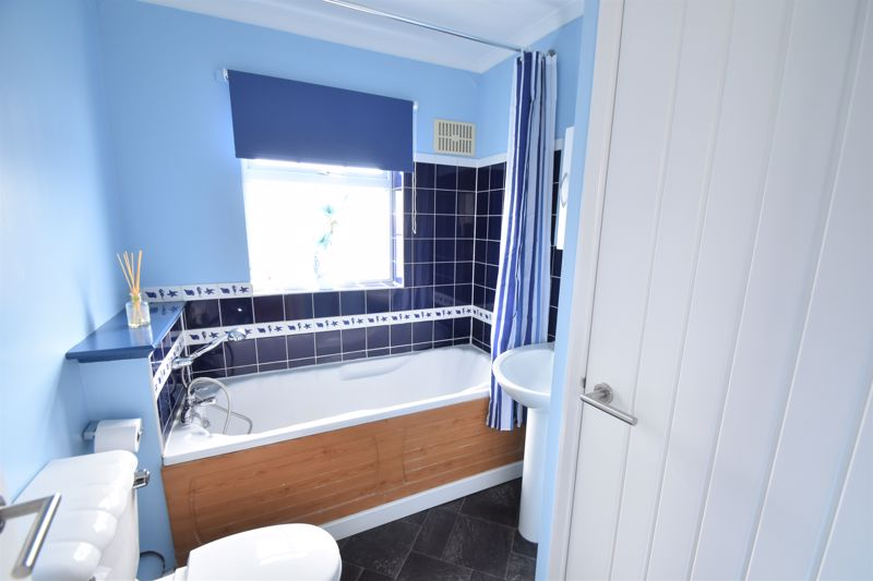 2 bedroom Semi-Detached  to buy in Lindsay Road, Luton - Photo 3