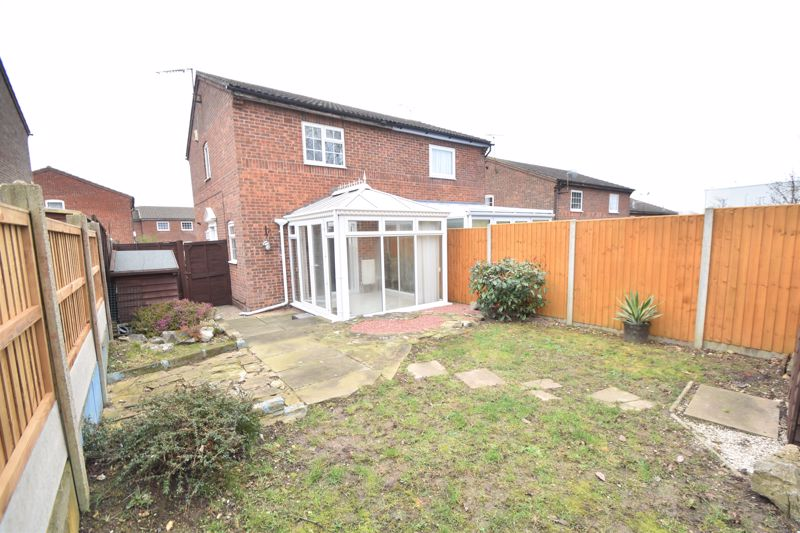 2 bedroom Semi-Detached  to buy in Lindsay Road, Luton - Photo 5