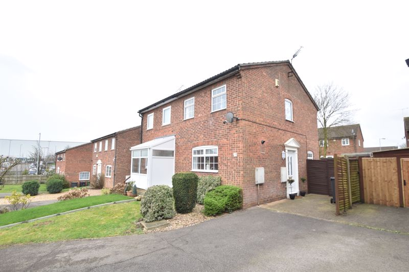 2 bedroom Semi-Detached  to buy in Lindsay Road, Luton