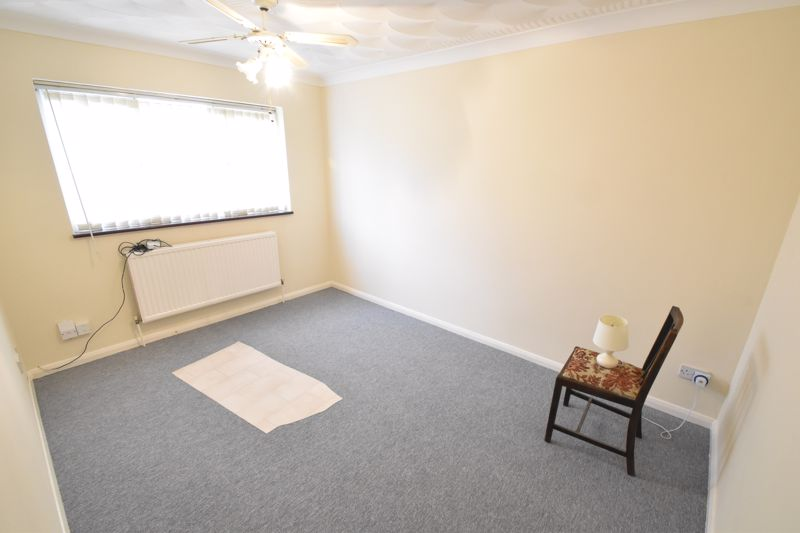 2 bedroom Flat to buy in Moreton Road North, Luton - Photo 2