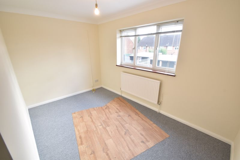 2 bedroom Flat to buy in Moreton Road North, Luton - Photo 4