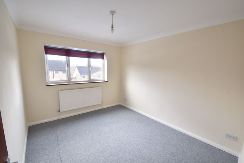 2 bedroom Flat to buy in Moreton Road North, Luton - Photo 6