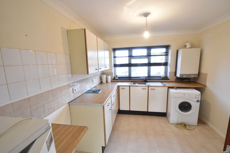 2 bedroom Flat to buy in Moreton Road North, Luton - Photo 7