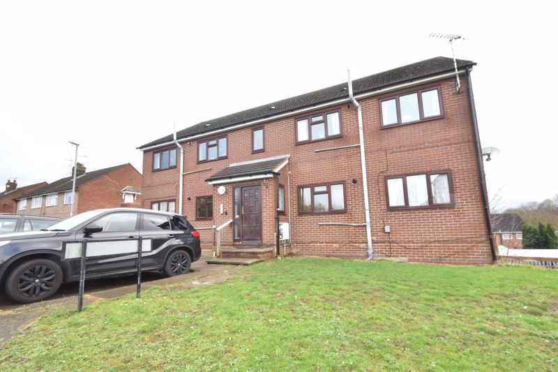 2 bedroom Flat to buy in Moreton Road North, Luton