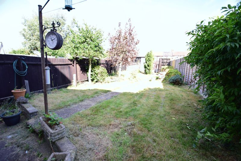 3 bedroom Mid Terrace to buy in Chesford Road, Luton - Photo 1