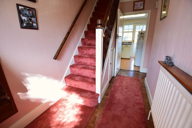 3 bedroom Mid Terrace to buy in Chesford Road, Luton - Photo 8