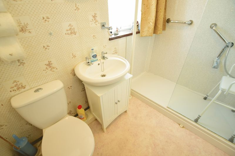 3 bedroom Mid Terrace to buy in Chesford Road, Luton - Photo 14