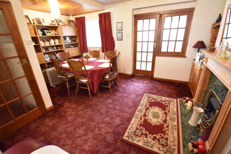 3 bedroom Mid Terrace to buy in Pembroke Avenue, Luton - Photo 3