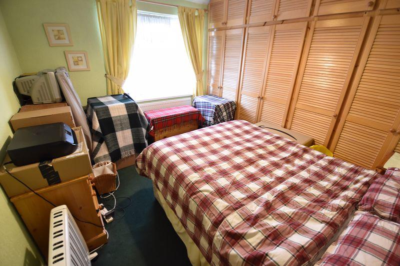 3 bedroom Mid Terrace to buy in Pembroke Avenue, Luton - Photo 6