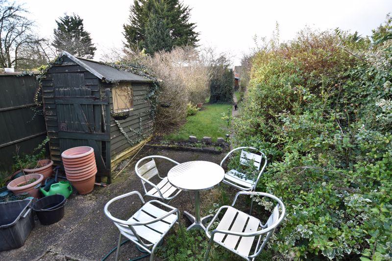 3 bedroom Mid Terrace to buy in Pembroke Avenue, Luton - Photo 10