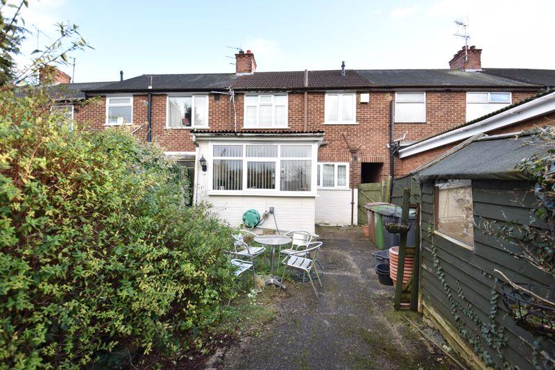 3 bedroom Mid Terrace to buy in Pembroke Avenue, Luton - Photo 11