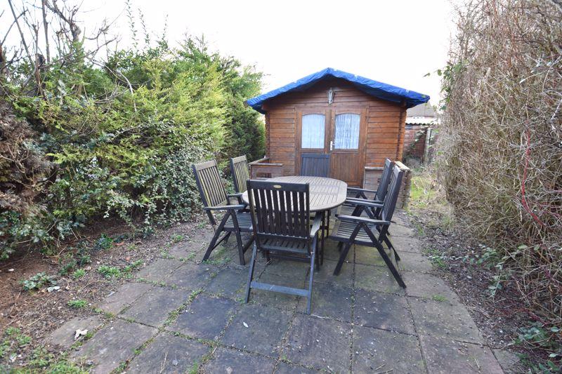 3 bedroom Mid Terrace to buy in Pembroke Avenue, Luton - Photo 13