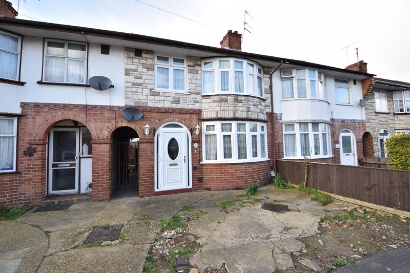 3 bedroom Mid Terrace to buy in Pembroke Avenue, Luton