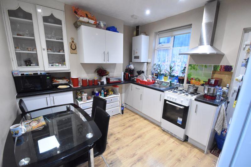 2 bedroom Mid Terrace to buy in Princess Street, Luton - Photo 4