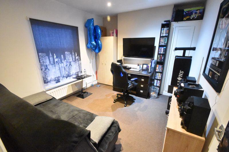 2 bedroom Mid Terrace to buy in Princess Street, Luton - Photo 7