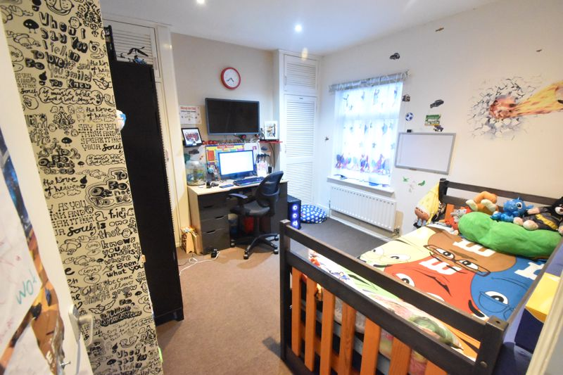2 bedroom Mid Terrace to buy in Princess Street, Luton - Photo 8