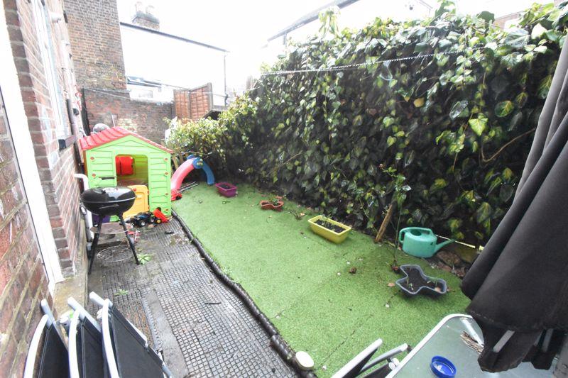 2 bedroom Mid Terrace to buy in Princess Street, Luton - Photo 10