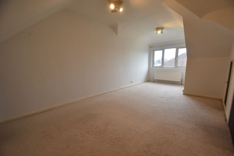 4 bedroom Semi-Detached  to rent in Swifts Green Road, Luton - Photo 9