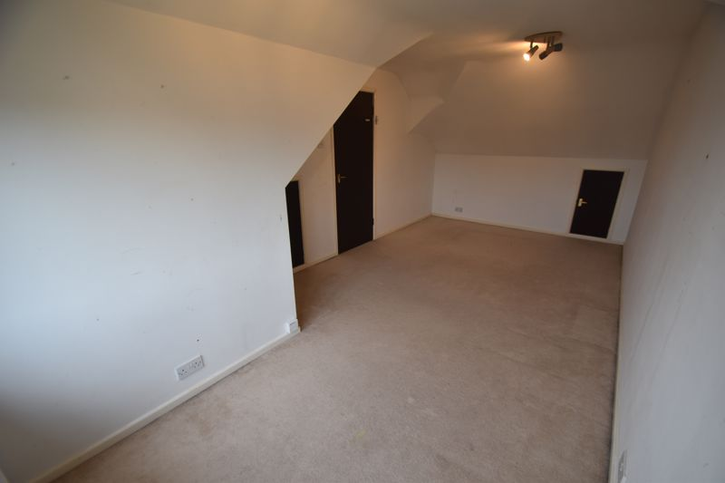 4 bedroom Semi-Detached  to rent in Swifts Green Road, Luton - Photo 10