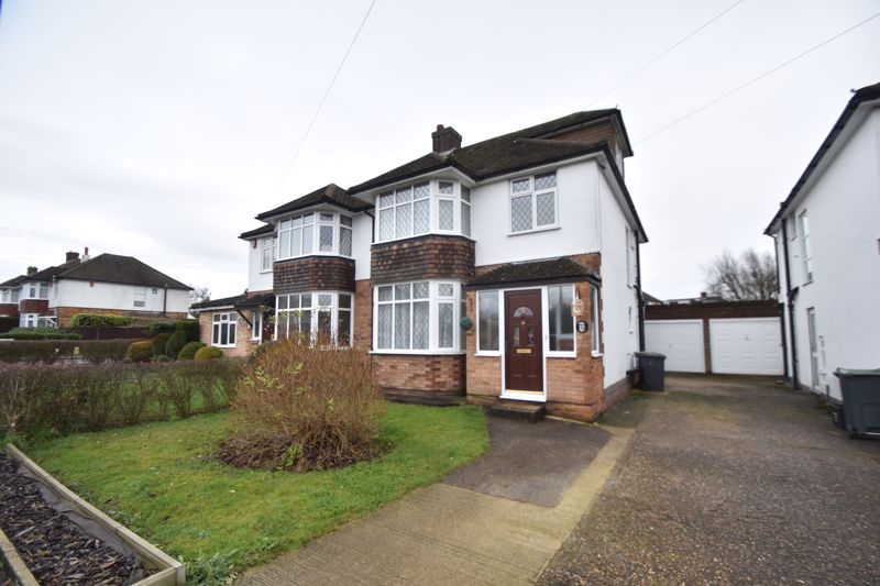 4 bedroom Semi-Detached  to rent in Swifts Green Road, Luton