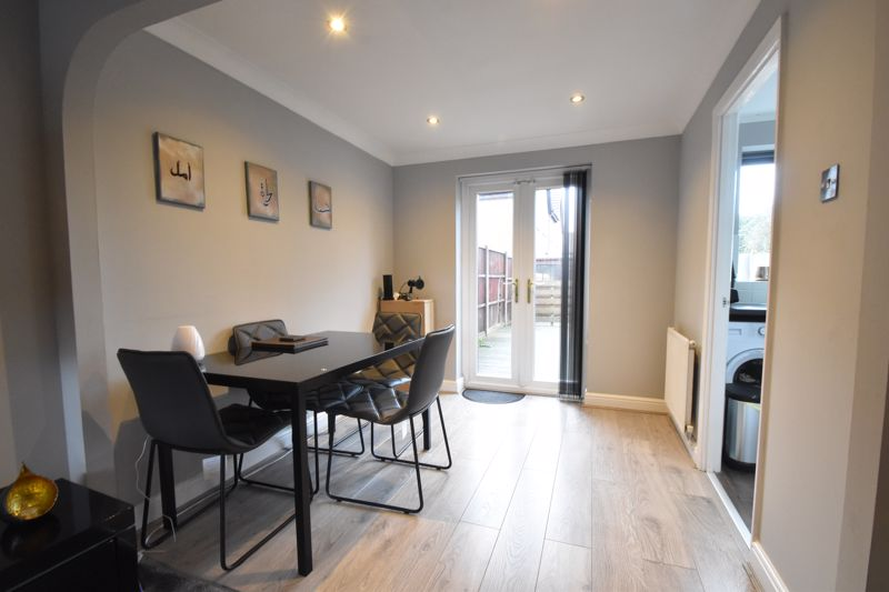 3 bedroom Mid Terrace to buy in Chalkdown, Luton - Photo 2