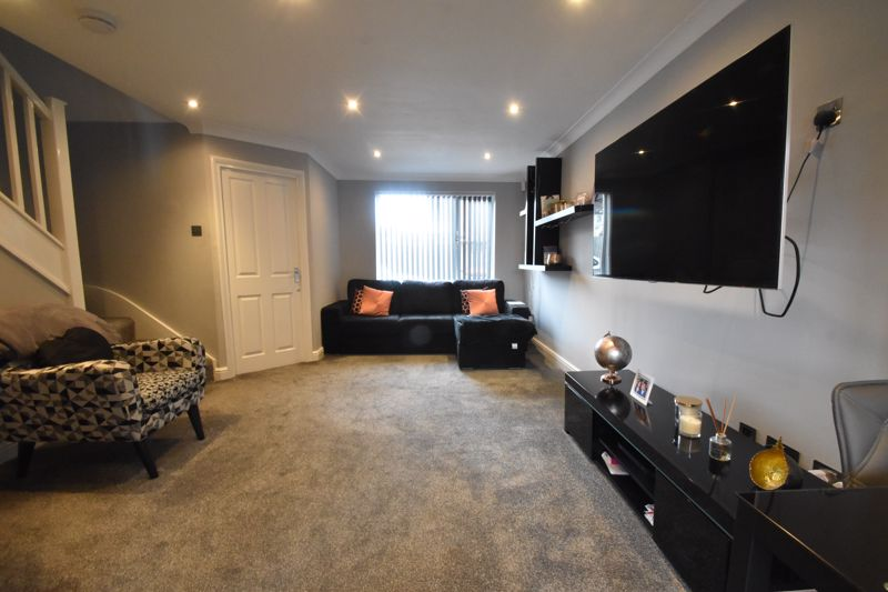 3 bedroom Mid Terrace to buy in Chalkdown, Luton - Photo 3