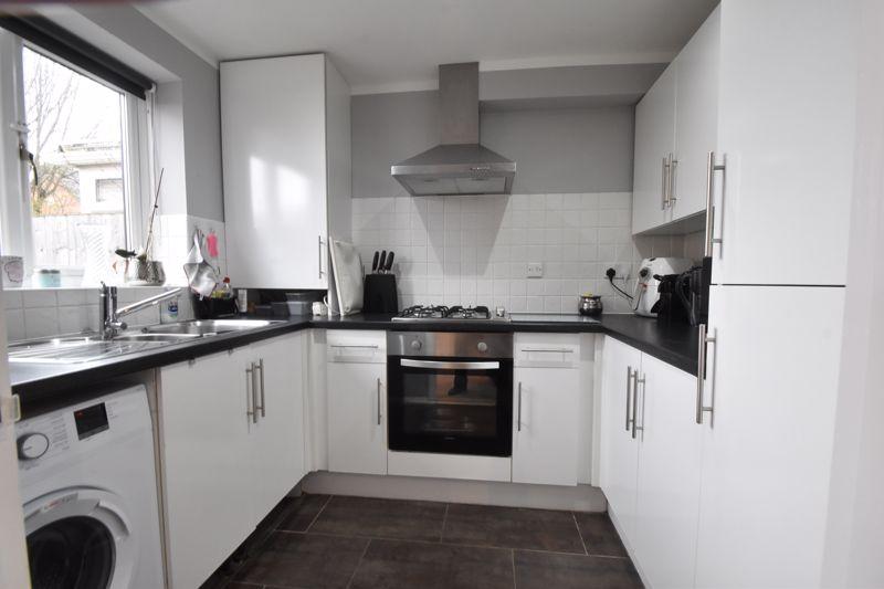 3 bedroom Mid Terrace to buy in Chalkdown, Luton - Photo 4