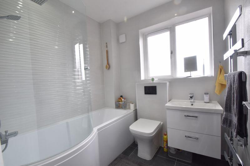 3 bedroom Mid Terrace to buy in Chalkdown, Luton - Photo 5