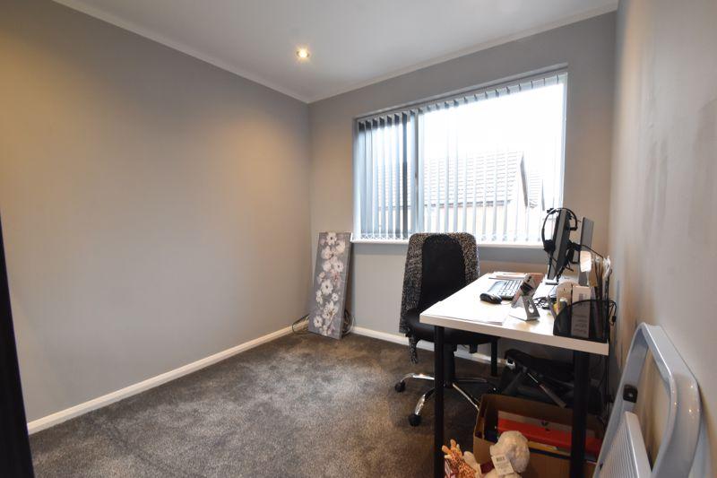 3 bedroom Mid Terrace to buy in Chalkdown, Luton - Photo 8