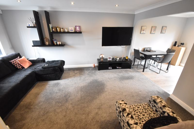 3 bedroom Mid Terrace to buy in Chalkdown, Luton - Photo 11