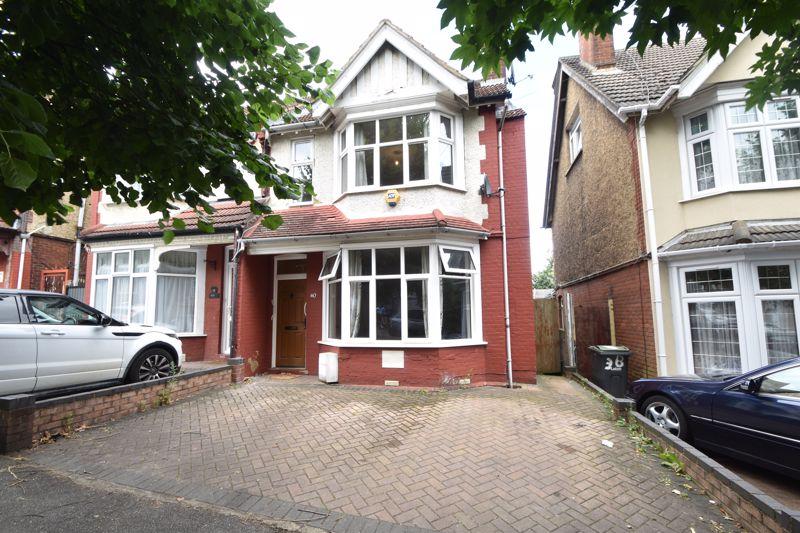3 bedroom Semi-Detached  to buy in Westbourne Road, Luton