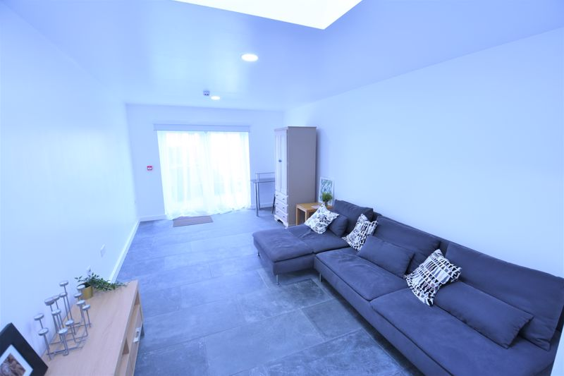 6 bedroom Semi-Detached  to buy in Abbey Drive, Luton - Photo 7