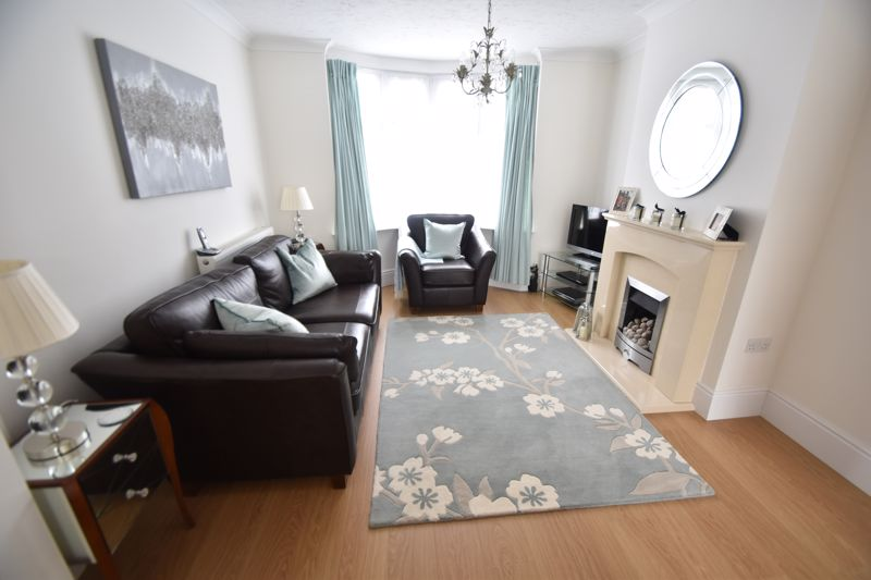 2 bedroom Mid Terrace to buy in Woodbury Hill, Luton - Photo 2