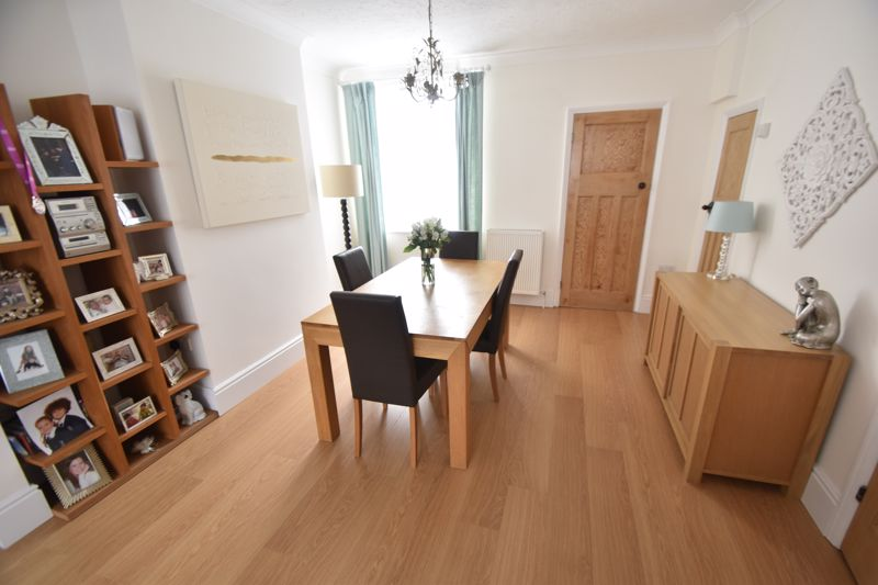 2 bedroom Mid Terrace to buy in Woodbury Hill, Luton - Photo 3