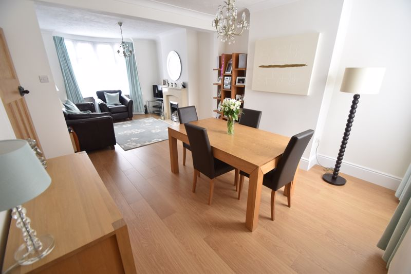 2 bedroom Mid Terrace to buy in Woodbury Hill, Luton - Photo 4
