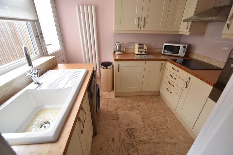 2 bedroom Mid Terrace to buy in Woodbury Hill, Luton - Photo 5