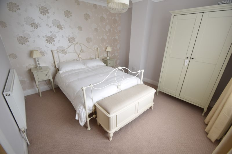 2 bedroom Mid Terrace to buy in Woodbury Hill, Luton - Photo 9