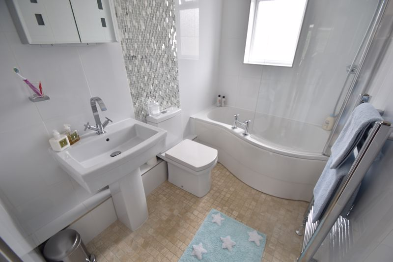 2 bedroom Mid Terrace to buy in Woodbury Hill, Luton - Photo 10
