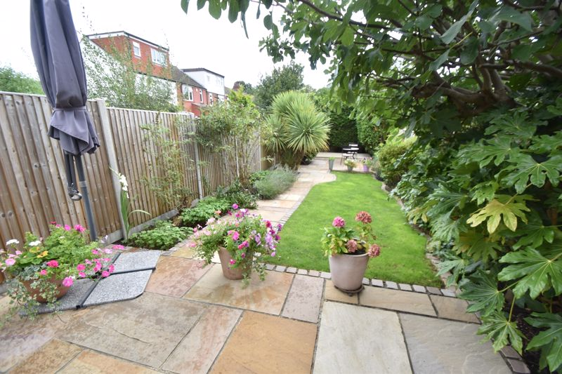 2 bedroom Mid Terrace to buy in Woodbury Hill, Luton - Photo 12