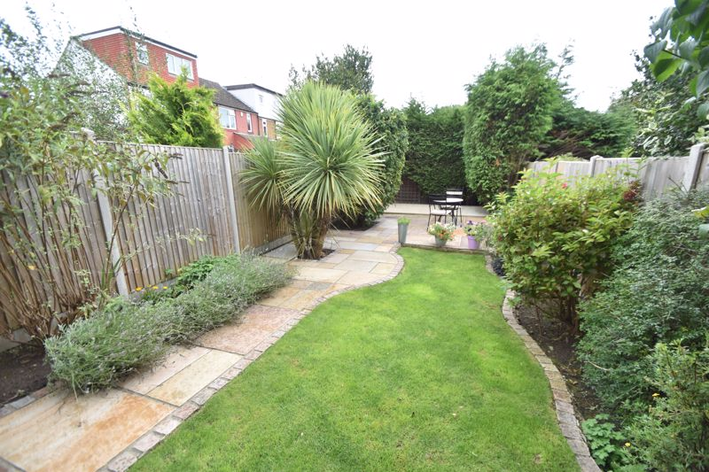 2 bedroom Mid Terrace to buy in Woodbury Hill, Luton - Photo 13
