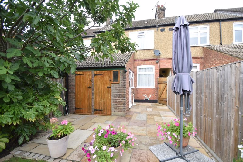 2 bedroom Mid Terrace to buy in Woodbury Hill, Luton - Photo 15
