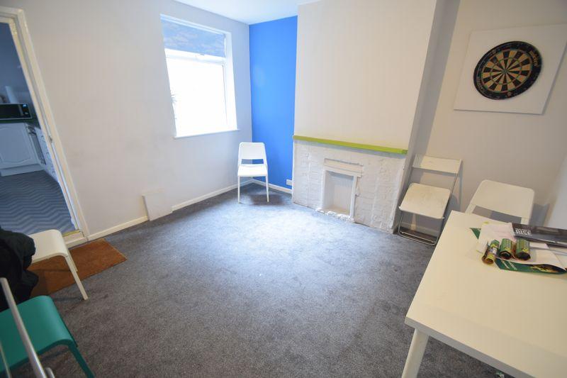 6 bedroom  to buy in Park Street, Luton - Photo 3
