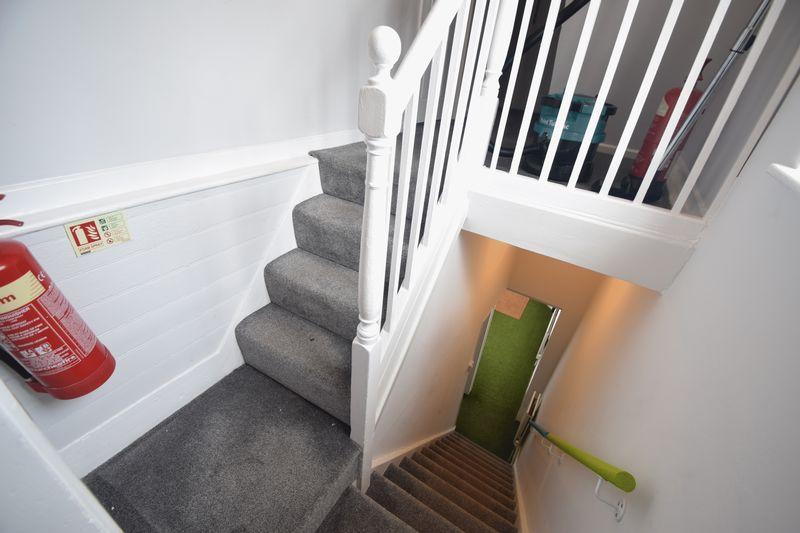 6 bedroom  to buy in Park Street, Luton - Photo 6