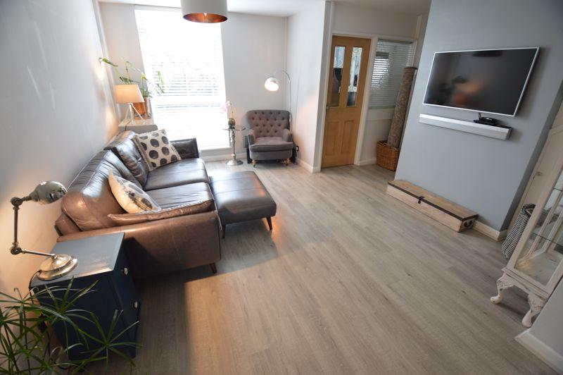 3 bedroom Mid Terrace to buy in Trowbridge Gardens, Luton - Photo 2
