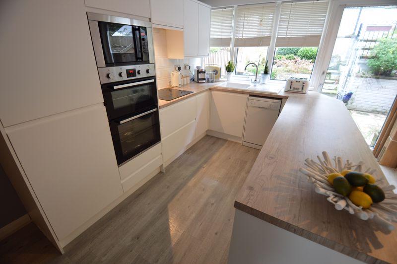 3 bedroom Mid Terrace to buy in Trowbridge Gardens, Luton - Photo 3
