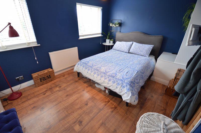 3 bedroom Mid Terrace to buy in Trowbridge Gardens, Luton - Photo 5