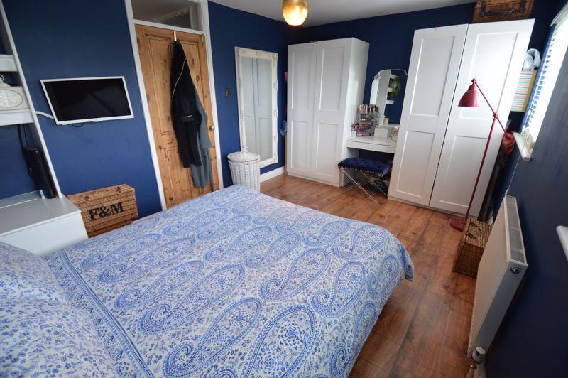3 bedroom Mid Terrace to buy in Trowbridge Gardens, Luton - Photo 6