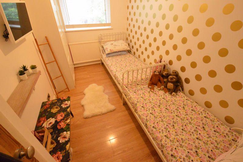 3 bedroom Mid Terrace to buy in Trowbridge Gardens, Luton - Photo 7
