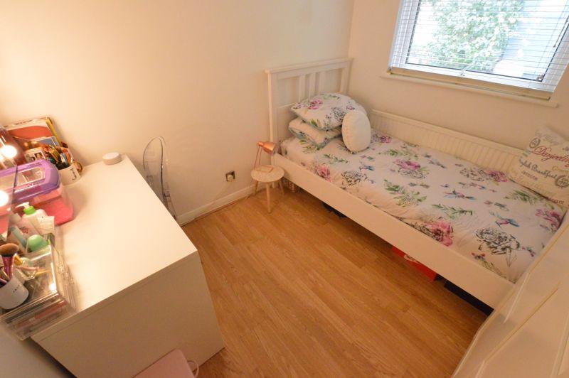3 bedroom Mid Terrace to buy in Trowbridge Gardens, Luton - Photo 8